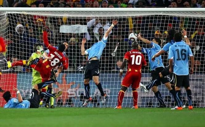 Луис Суарес лишает Гану победы на Чемпионате мира в ЮАР