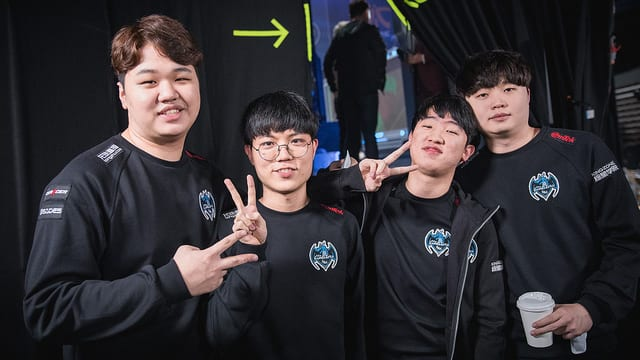 Longzhu finished week one of worlds top of Group B