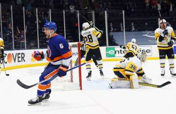 The Islanders defeated the Penguins 4-1.