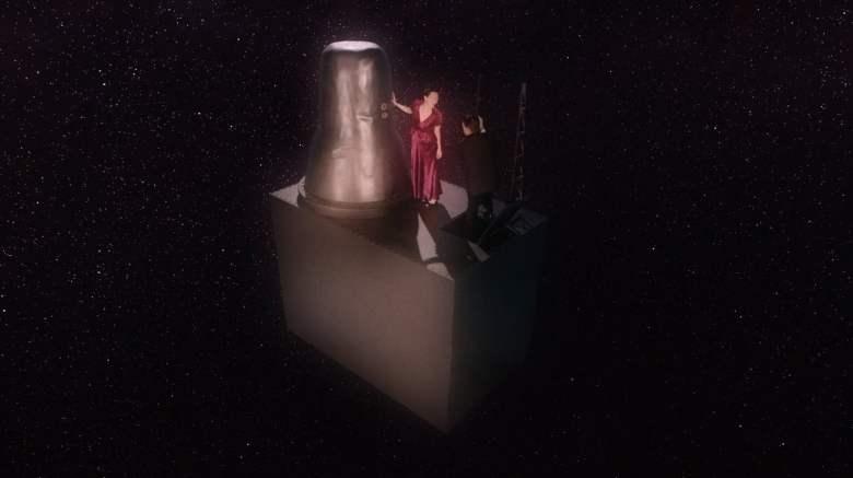 303 4 bizarro TARDIS w coop