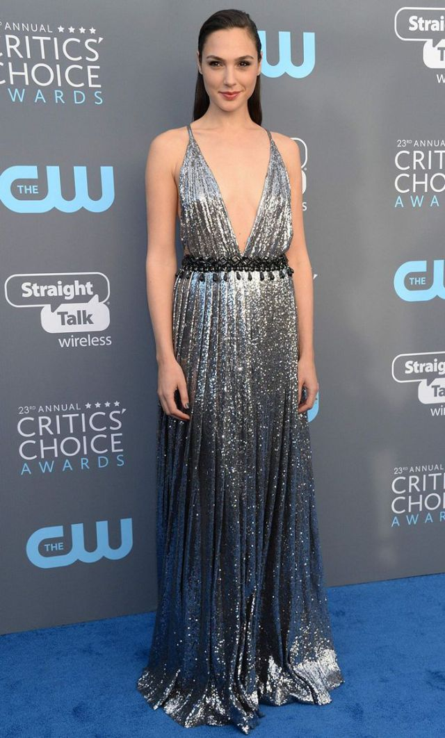 gal-gadot-critics-choice-awards-2018-santa-monica-12th-jan-2018-02