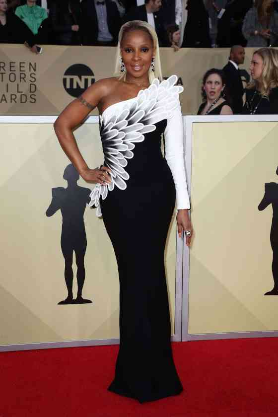 hbz-sag-awards-mary-j-blige-1516583865