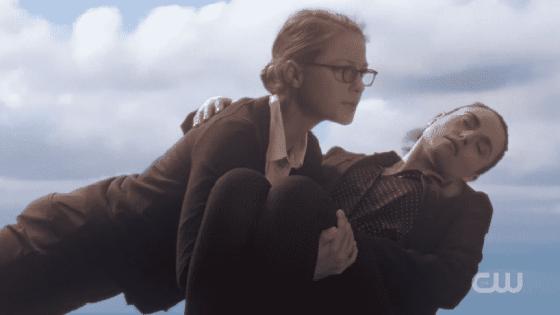 Kara flies Lena to the DEO