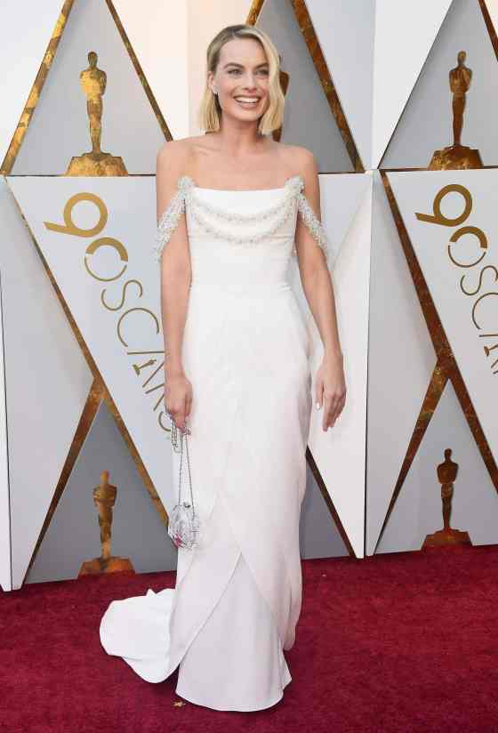 margot-robbie-oscars-2018-red-carpet-21