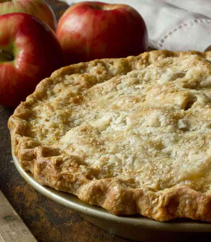 TGON-BAKES-WILLIAM-TELL-APPLE-PIE