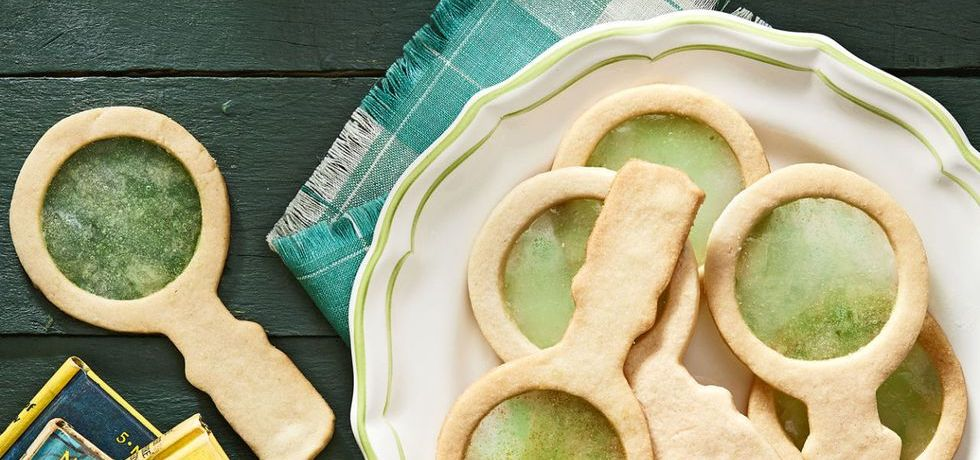 TGON-BAKES-ESCAPE-ROOM-MAGNIFYING-GLASS-COOKIES