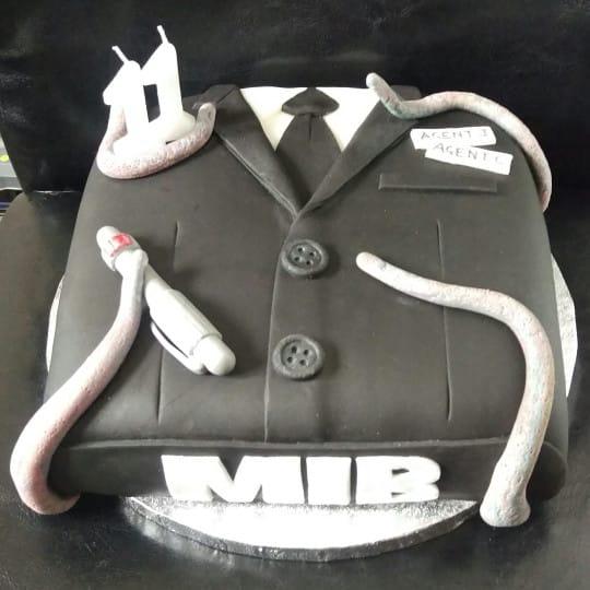TGON-BAKES-MEN-IN-BLACK-CAKE