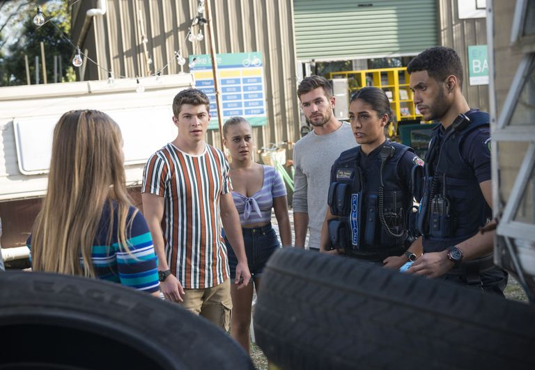 neighbours harlow robinson hendrix greyson roxy willis ned willis yashvi rebecchi levi canning