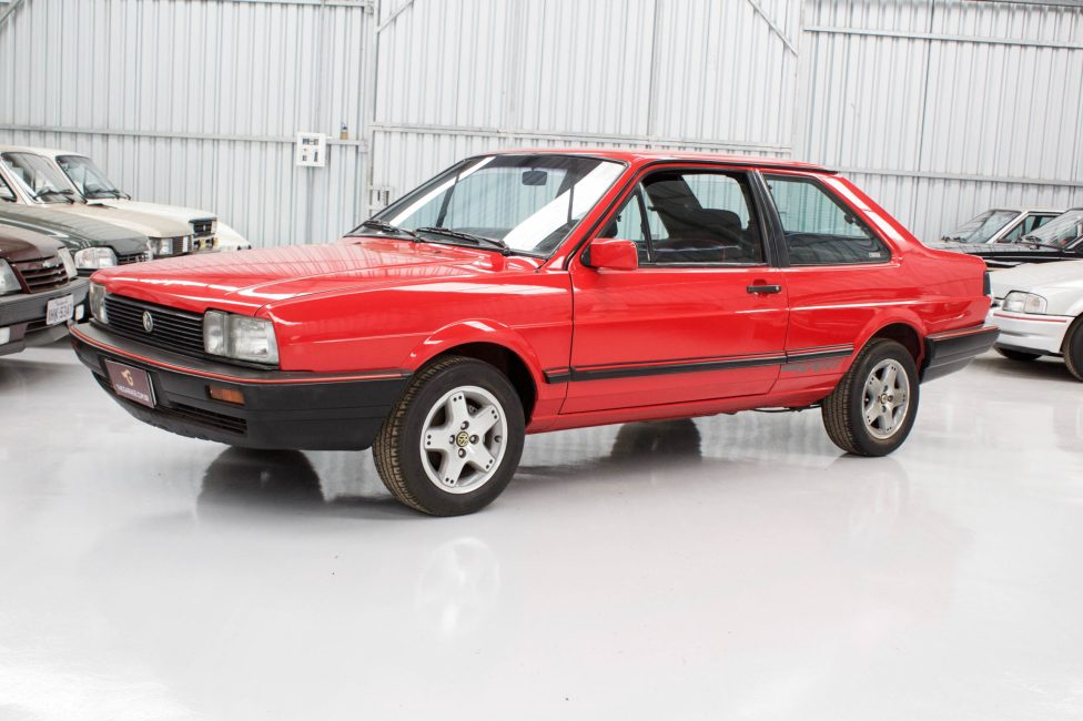 1990 Volksvagem Santana Sport vermelho