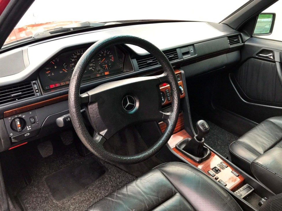 1991-Mercedes-benz-300TE-thegarage-28