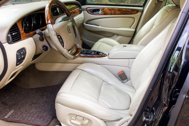 2004 Jaguar XJ8 com Supercharger interior