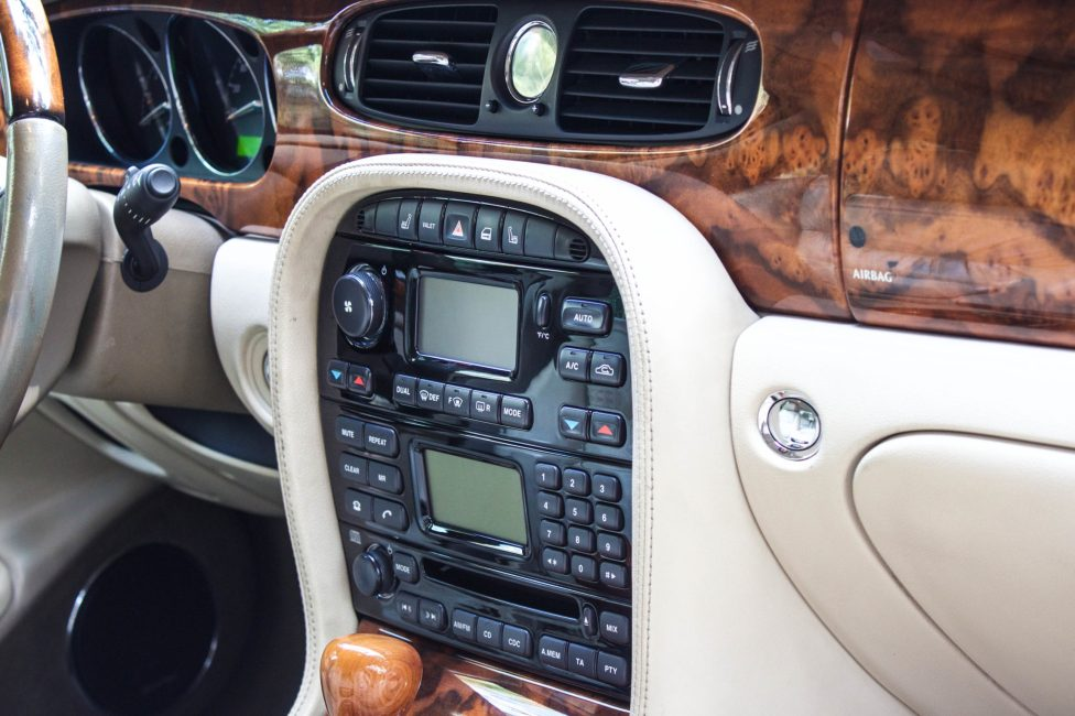 interior jaguar XJ8 Supercharger 2004