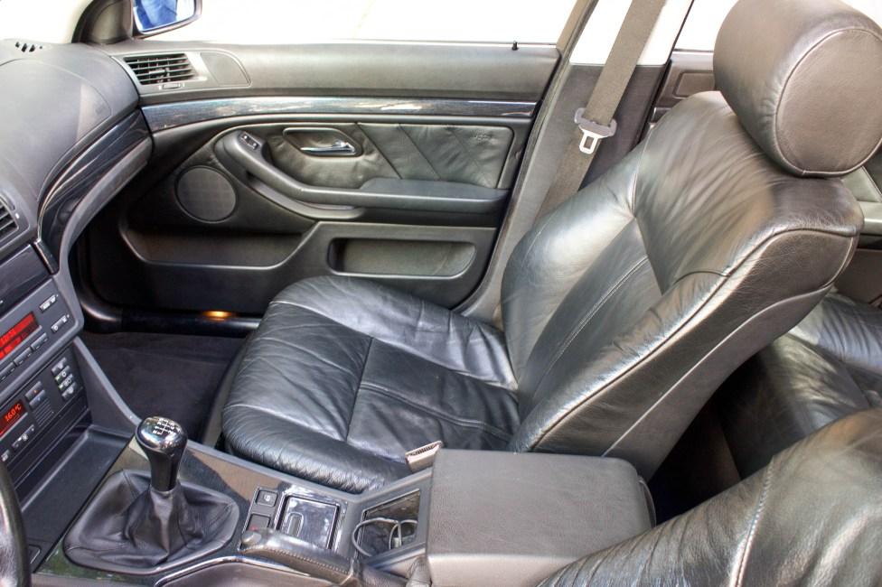 BMW-528i-E39-interior