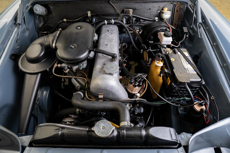 Motor Mercedes-Benz 230S