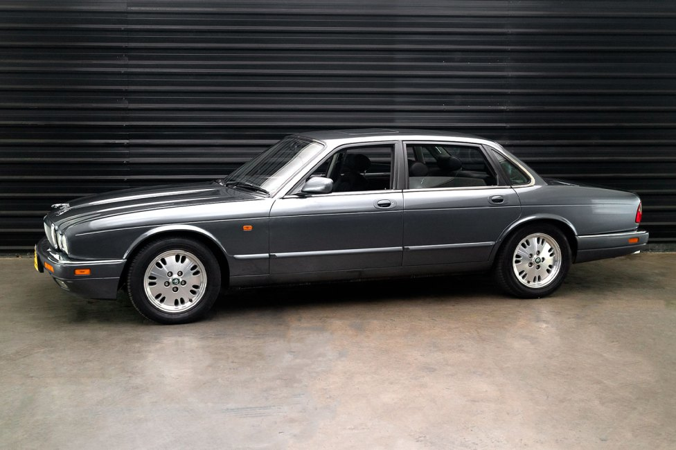 1995-jaguar-xj6-the-garage-for-sale