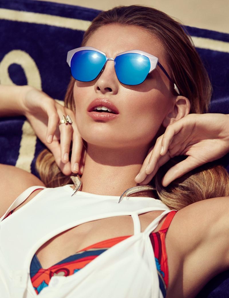 The_Garage_Starlets_Vogue_Mexico_June_2015_Carola_Remer_Beach_Editorial_04