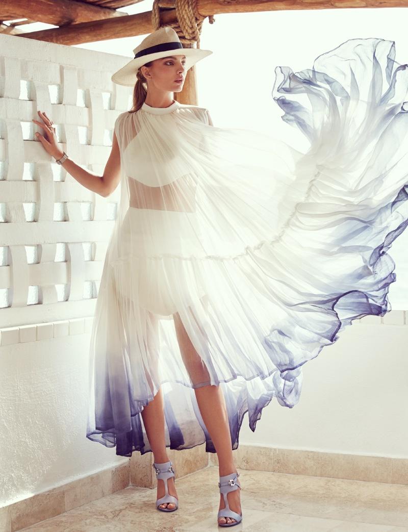 The_Garage_Starlets_Vogue_Mexico_June_2015_Carola_Remer_Beach_Editorial_09