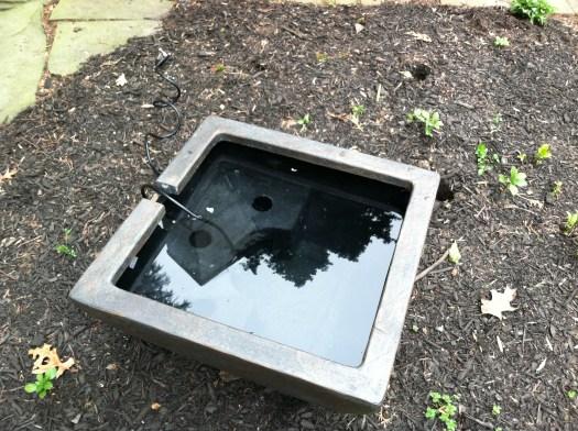 Fountain with pump inside reservoir