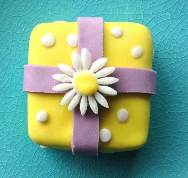 Mini Gift Box Cakes