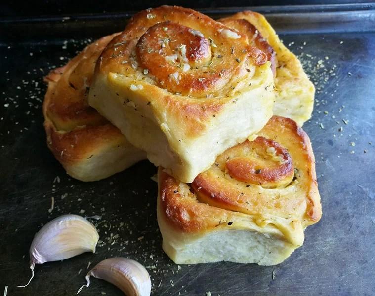 Easy Garlic Rolls
