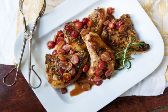 Pan-seared pork chops with grapes-0156