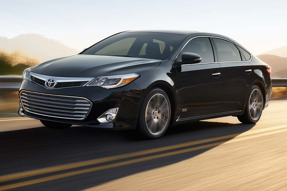 2015-toyota-avalon-xle-touring-sport-edition-on-road