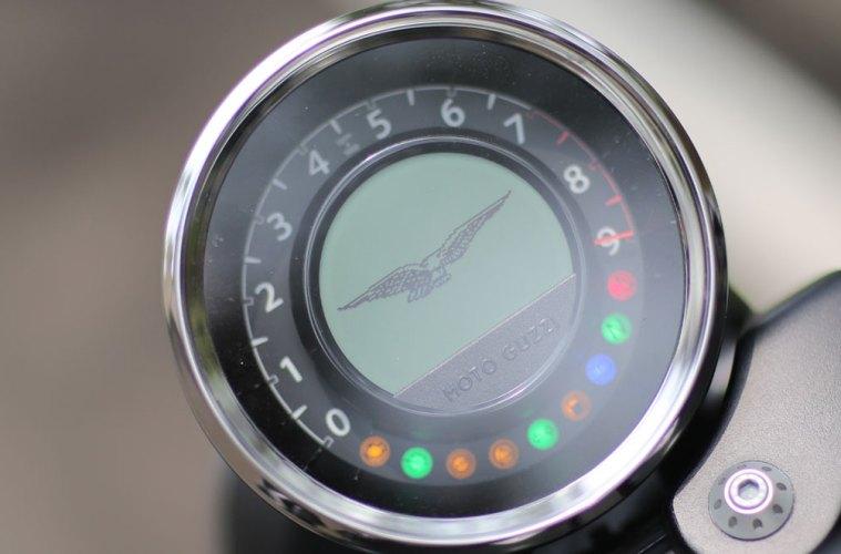 Moto-Guzzi-Audace-15