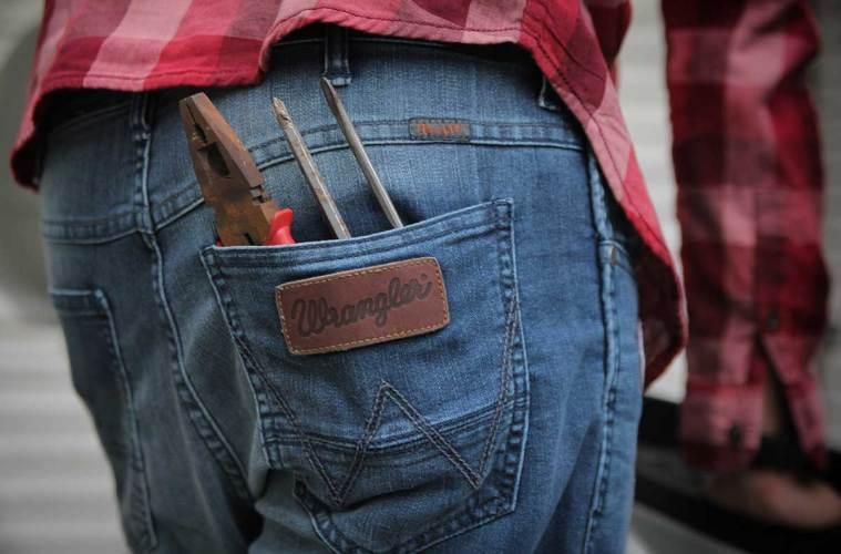 7 Detail Ciri Khas Celana Jeans Wrangler Asli
