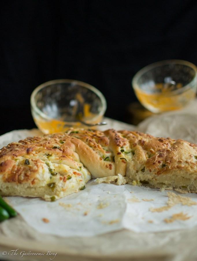 Jalapenos-and-matureCheddar-bread-wreath18