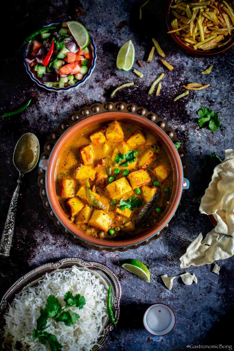 Chanar Dalna (Bengali style Paneer Curry) - Gastronomic BONG