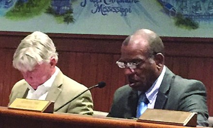 Pass Christian Board Fails to Override Mayor's Veto
