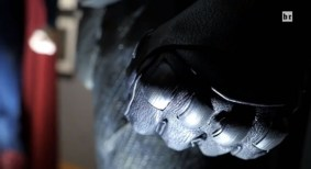 batman-v-superman-costume-gloves-600x328