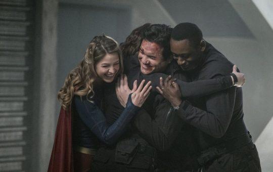 Supergirl, Homecoming, group hug