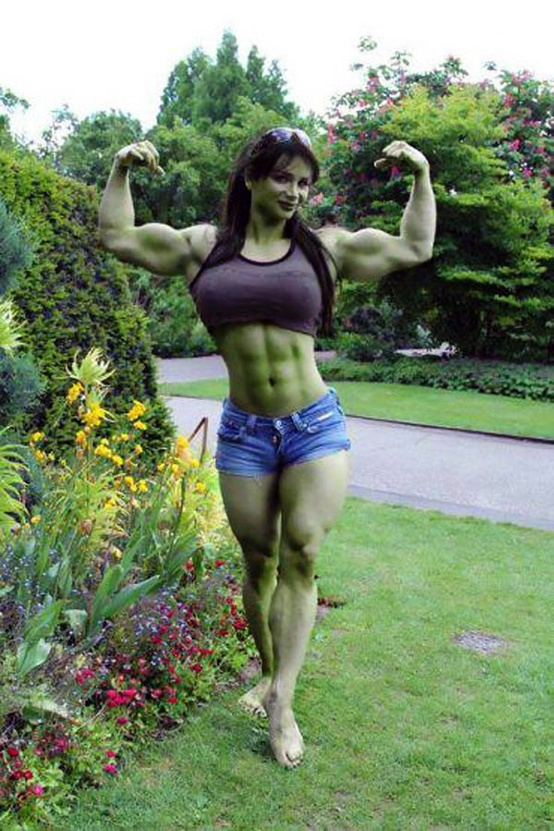 She Hulk cosplayer