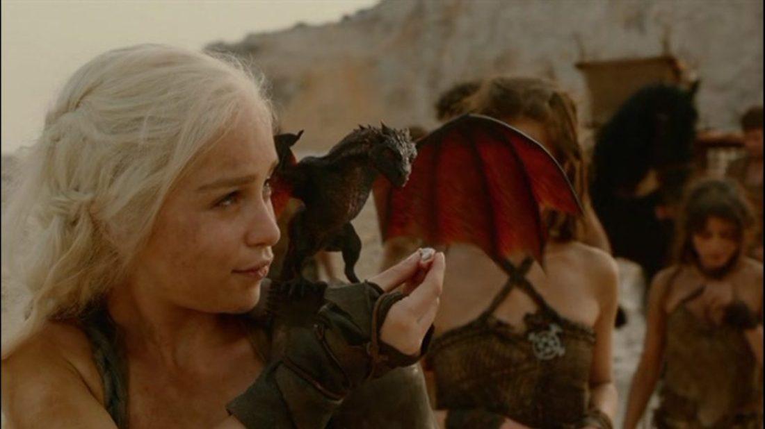 Daenerys_&_Drogon_2x01
