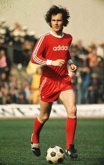 Franz Beckenbauer con la maglia del Bayern