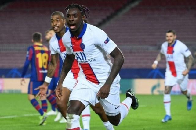 Moise Kean esulta dopo aver segnato il gol del 3 a 1 al Camp Nou contro il Barcellona