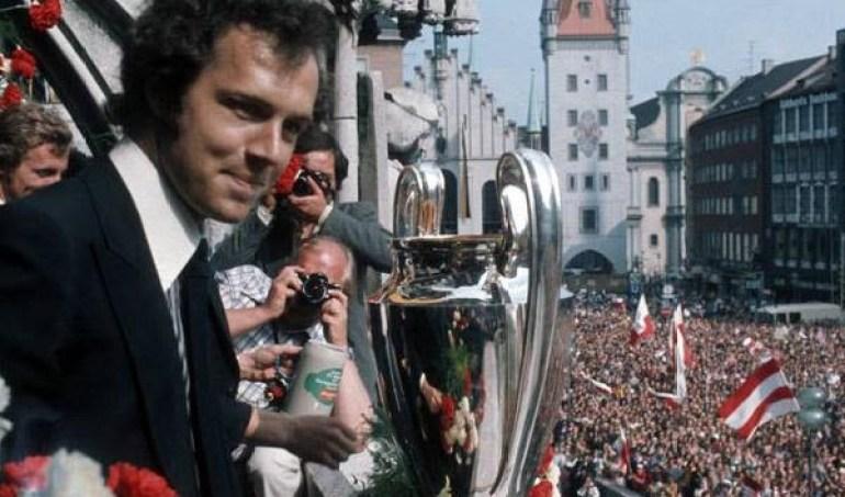 Beckenbauer insieme alla coppa campioni a Monaco