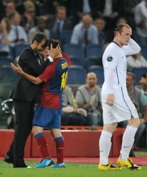 Pep Guardiola festeggia con Messi la vittoria della Champions 2008/09