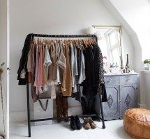 Capsule Wardrobe Closet Level