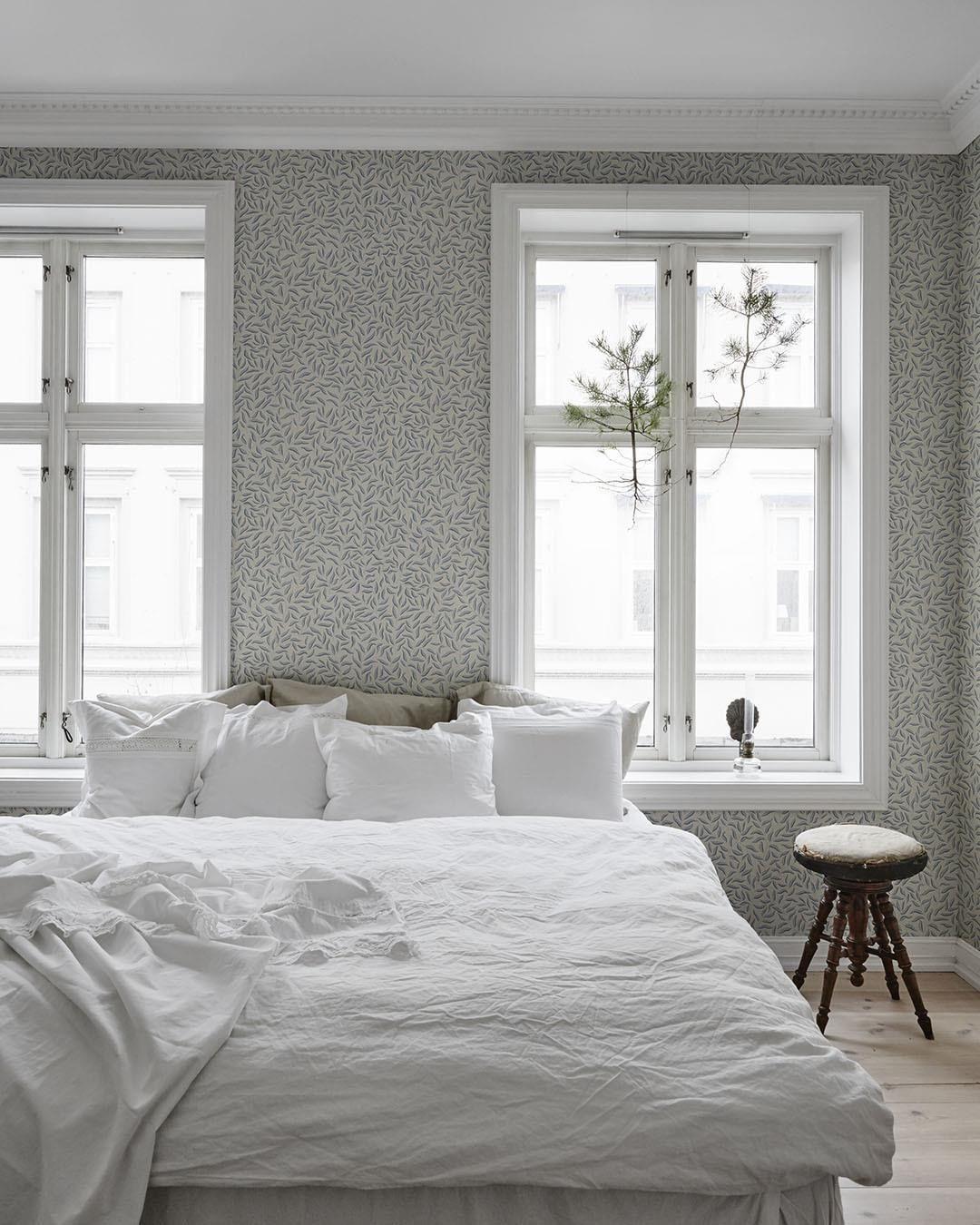 Decorating with wallpaper sandberg karolina blue