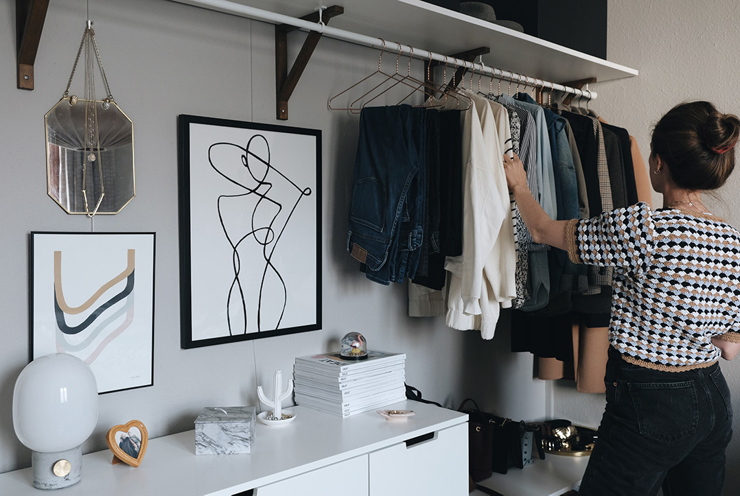 small space closet organization: what to consider
