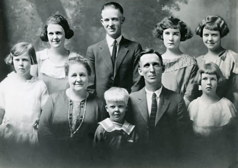 Joseph Skeen & Jane Zina Petrina Folkman family, abt 1923