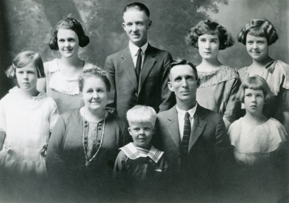 SKEEN, Joseph and Jane Zina Petrina family, abt 1923