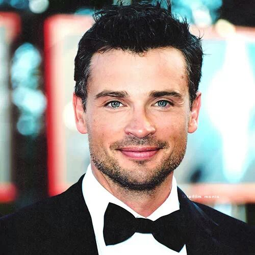 Barba volto squadrato - Tom Welling