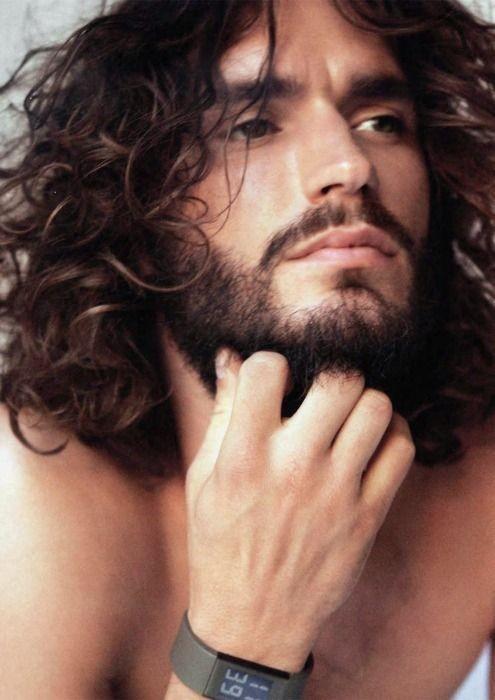 Pettinare capelli lunghi uomo