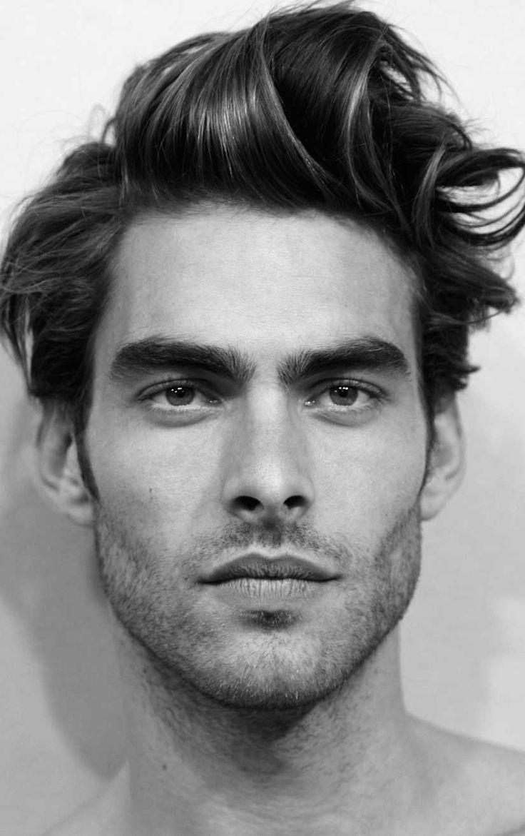 Taglio capelli asimmetrico uomo