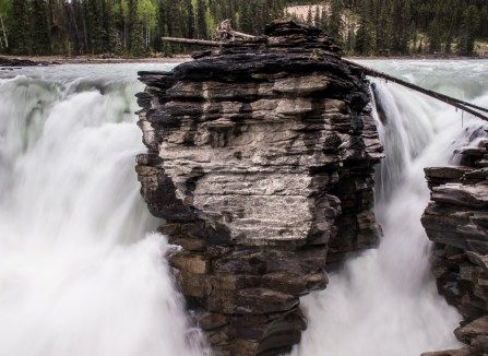 The pinnacle that splits Athabasca Falls in two