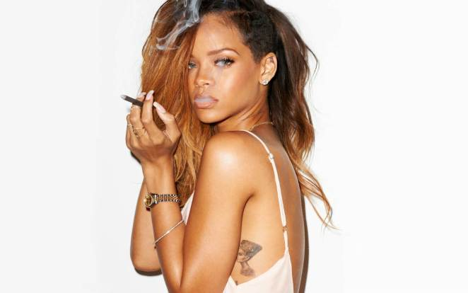 Rihanna dövmeli foto