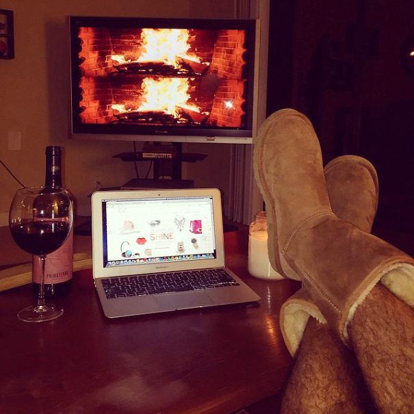Bu gece evde romantik bir gece geçiriyorum